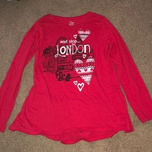 London LS tee with ruffle hem in back